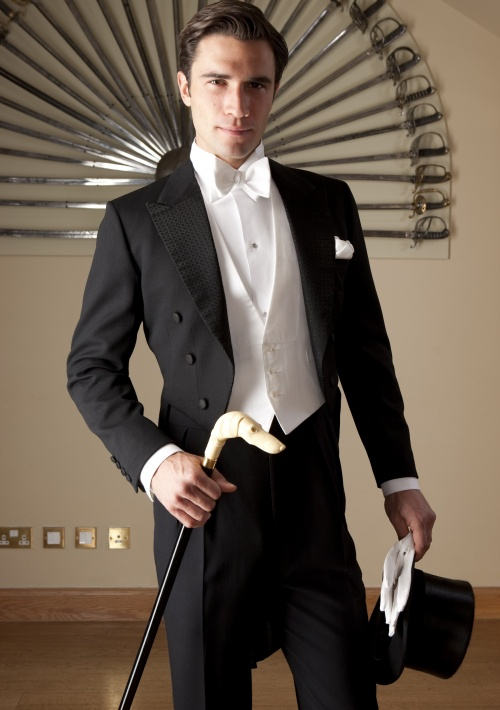 Trajes de novio en granada qu me pongo para la boda for Trajes de novio blanco para boda